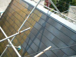 傾斜のきつい屋根の洗浄